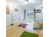 2 bedroom flat in Nyall Court, Gidea Park, Romford, RM2 (2 bed) (#1224660)