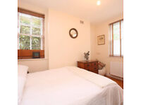 Lovely 1 bedroom flat, Bethnal Green, near tube, Victorian block, quiet road, neighbourly courtyard.