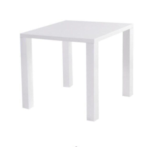 white gloss tablein Sandwell, West MidlandsGumtree - Dimensions Height 78, Length 80 160, Depth 80 cmSquare to rectangle extending dining table white high gloss finish80 cm width can be doubled to 160 cmSimply flip the metal hinged top over to extendHome assembly