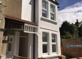 4 bedroom house in Pevensey Road, London, SW17 (4 bed) (#981508)