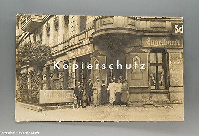 Foto Wirtschaft mit Engelhardt Reklame um 1920