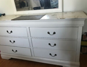 White dresser with 6 drawers and mirror