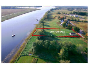Prime Waterfront Lot in Village of Gagetown
