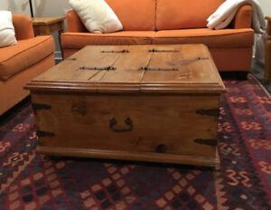 Table à café/coffre en bois massif rustique