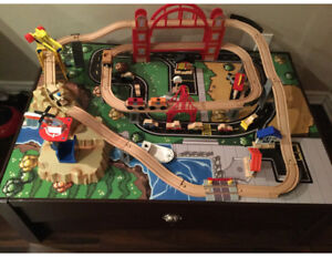 KIDKRAFT METROPOLIS TRAIN TABLE AND SET WITH EXTRAS!