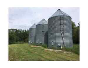 Behlen 5 Grain Bins with Fans and Aeration Floors