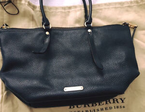 !!!BURBERRY Leather Purse (Chanel, Hermes, Louis Vuitton, Prada)