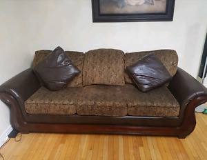 Sofa chair loveseat with 4 pillows