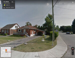 3 bdrms Bungalow in Hamilton Mountain for rent to a family