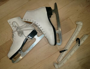 Figure skates, women's 8, very good condition , with guards