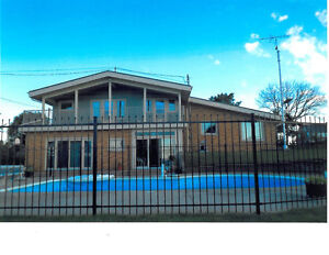 WATERFRONT  HOME  SEACLIFF  WEST  LEAMINGTON