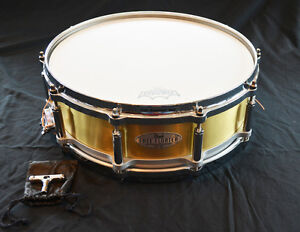 """Pearl 5""""x14"""" Free-Floating Brass Snare Caisse-claire"""