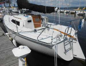 C&C 27 Mark V Racer-Cruiser Sailboat