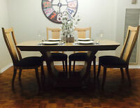 Elegant Dining Room Table & Chairs