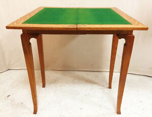 518: Antique Blond Oak Games Table With Elegant French Legs