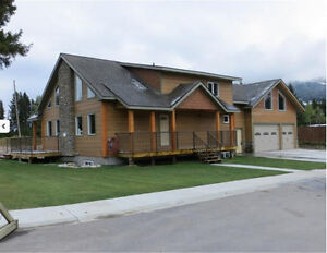 Large Spacious 3 BDRM, Triple car garage house in Sparwood