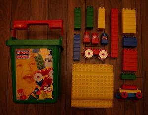 Mega Bloks - chaudière contenant plus de 50 morceaux