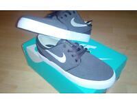 Nike GS Stefan Janoski 4Y Boys Skate Shoes