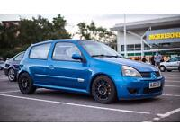 Clio 172 cup track car breaking 182
