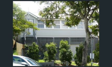 LARGE 4+ Bed Central Brisbane House with POOL and Parking