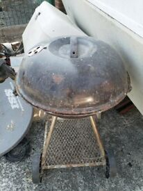 Black Round Barbaque - rusty needs a bit of tlc hence the price