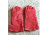 Two pairs of thermal gloves