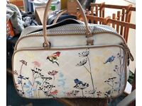 Floral weekend bag with wells