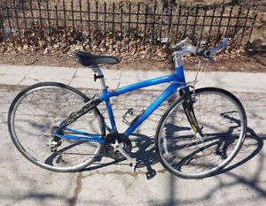 Specialized 24 Speed Sirrus Sport Blue Bike With Carbon Forks