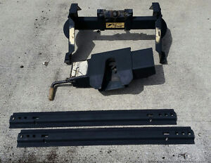 Reese 16,000 lbs 5th wheel rocker hitch