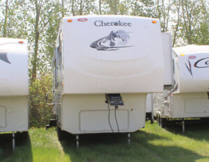 T9921B 2005 Forest River Cherokee 305L Fifth Wheel