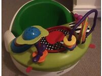 Mamas and papas Baby snug bumbo seat with play tray green