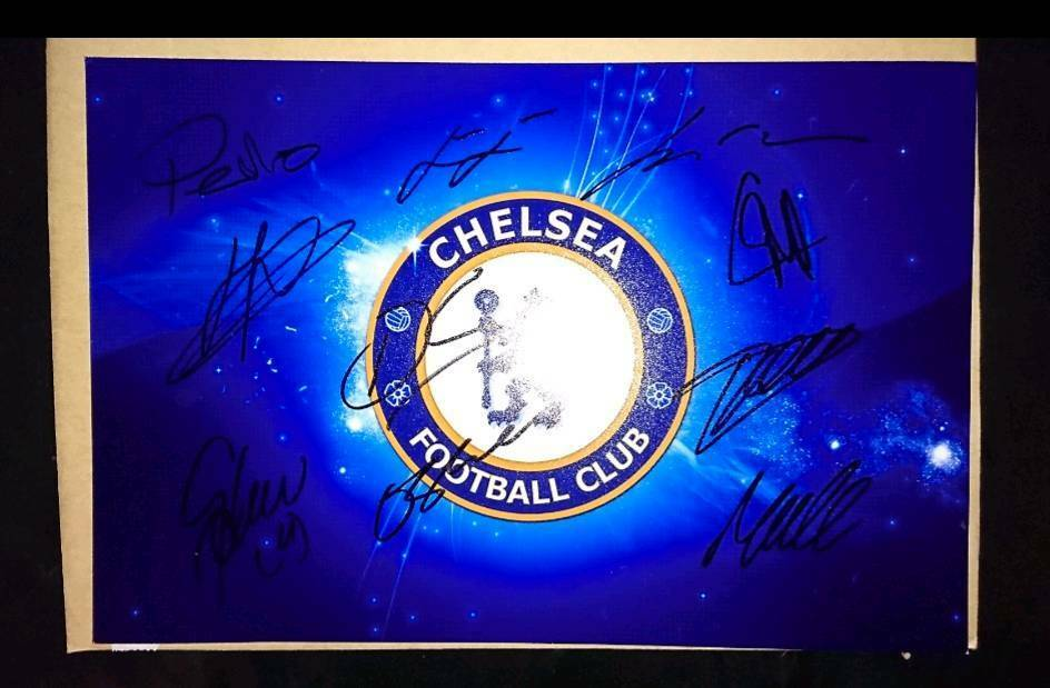 16/17 season hand signed Chelsea badge photo with Coa 12x8