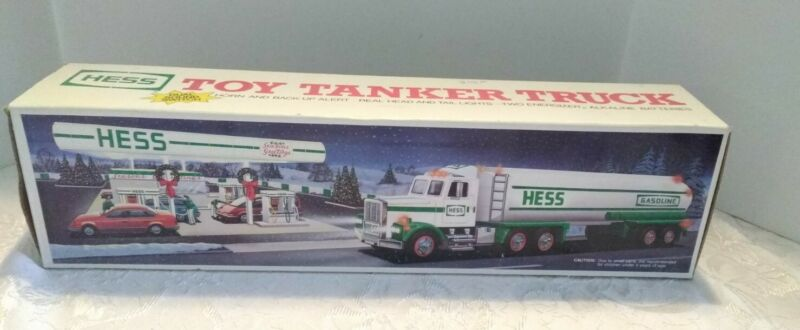 NOS 1990 HESS WHITE TOY TANKER TRUCK WITH HORN & LIGHTS ORIGINAL BOX