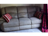 3 SEATER SOFA 2 RECLINER CREAM SUEDETTE GOOD CONDITION 1 RECLINER ARMCHAIR MANUAL OPERATION