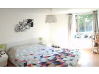 Large Double room for rent in spacious flat in Earlsfield - £825pm (bills included)