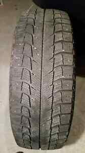 4 Michelin X-Ice Winter tires on rims 195 65R15