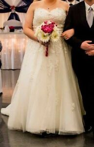 Ivory Plus size wedding dress