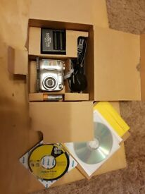 Nikon Coolpix 2100 digital camera (in original box)