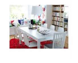White extendable dining table with 6 chairs