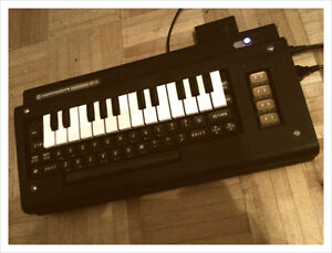 Commodore 64 KEYTAR - Chiptune Analog Synth Cynthcart