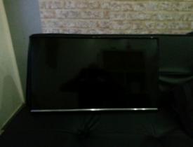 Samsung wall mountain TV 32'