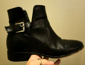 SIZE 9 Micheal Kors booties