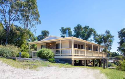 3 BED FURNISHED MODERN HOME NEAR THE WATER Loch Sport Wellington Area Preview