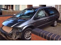 CHRYSLER GRAND VOYAGER BREAKING 2.8 DIESEL DOORS BUMPERS GEARBOX CD PLAYER LEATHER SEATS ROOF BARS
