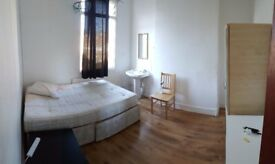 DOUBLE BEDROOM IN DALSTON