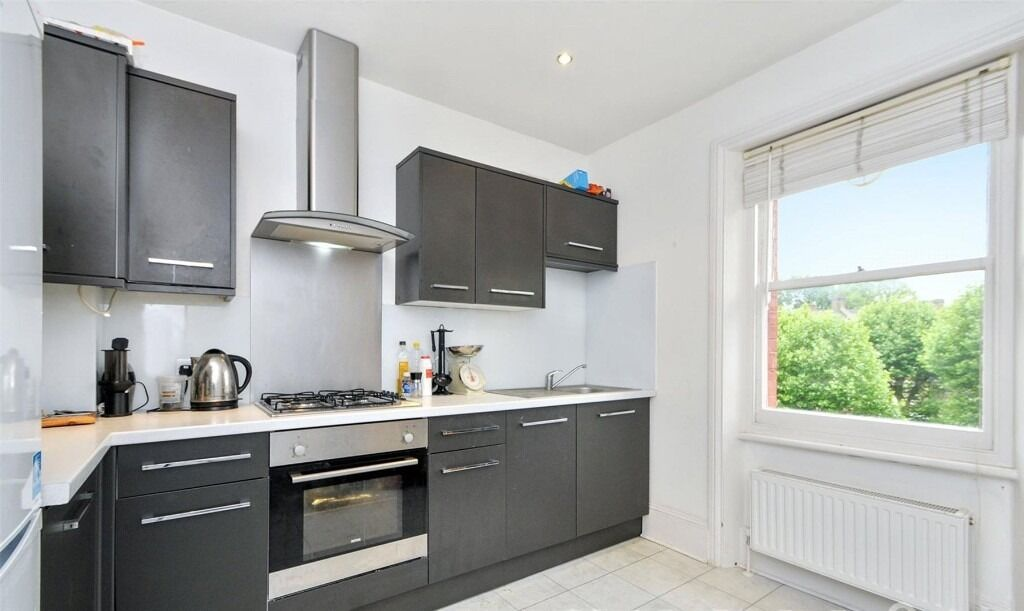three bedroom apartment - £650pw - AVAILABLE 1ST DEC