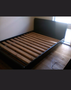 Queen size bed frame Endeavour Hills Casey Area Preview