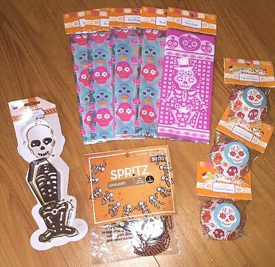 Lot Of Halloween Day of the Dead Treat Bags Cookie Cutter Cupcake Liners Garland](Day Of The Dead Cupcakes)