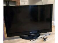 LG 42 INCH WIDESCREEN FREE VIEW 1080p DIGITAL HD LCD TV WITH REMOTE, STAND **BARGAIN**
