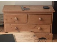 Lovely little wooden chest of drawers